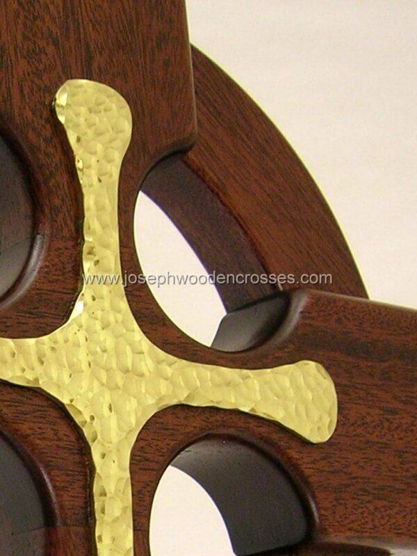 16 Inch Mahogany Celtic Cross with Brass Inlay inlay top closeup