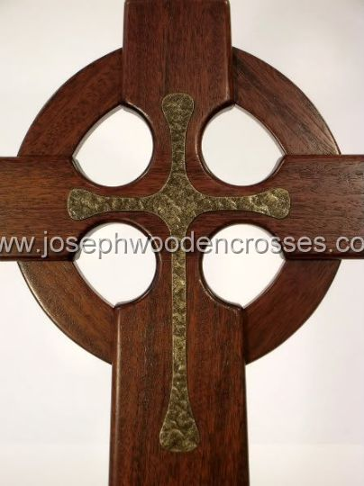 16 Inch Mahogany Celtic Cross with Bronze Resin Inlay front closeup